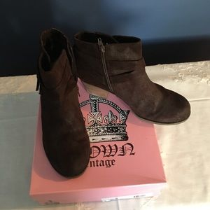 Shoes - Crown Vintage brown ankle boots